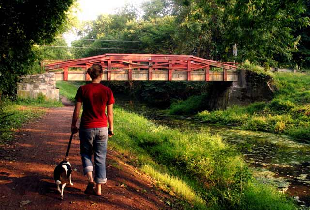 Walking the towpath at Chestnut Hill